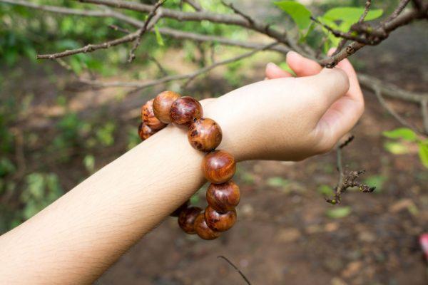 Vòng gỗ nu bách xanh 18mm - Việt Hương Trầm
